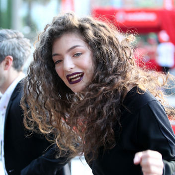 lorde-long-curly-hair-in-sunlight-square-w352